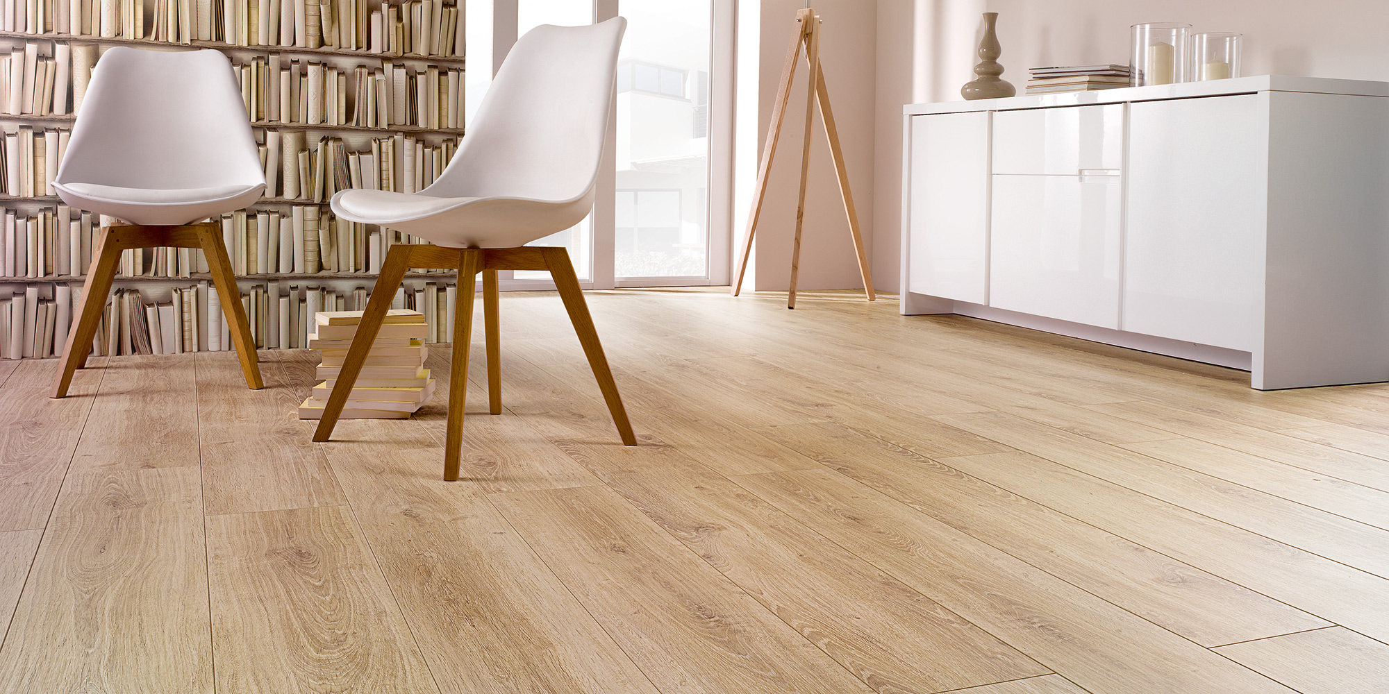 Solid / Solid Plus. 12mm oak look laminate flooring with the highest traffic abrasion resistance rating AC6.