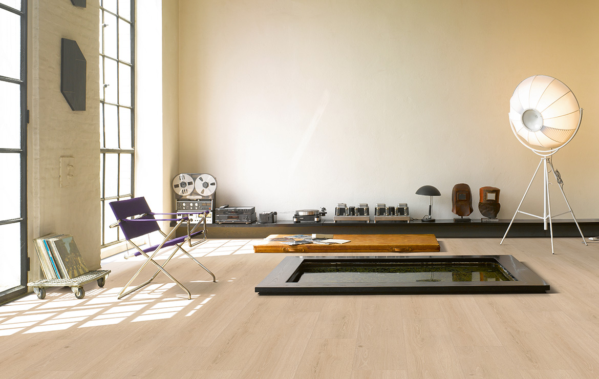 Living room interior design with wood effect vinyl flooring Parador Basic 5.3 Studioline Sanded Oak 1209x225x5.3mm.