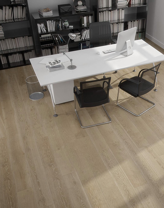 Rovere 22.5x90. Oak wood look porcelain floor tiles. View collection.